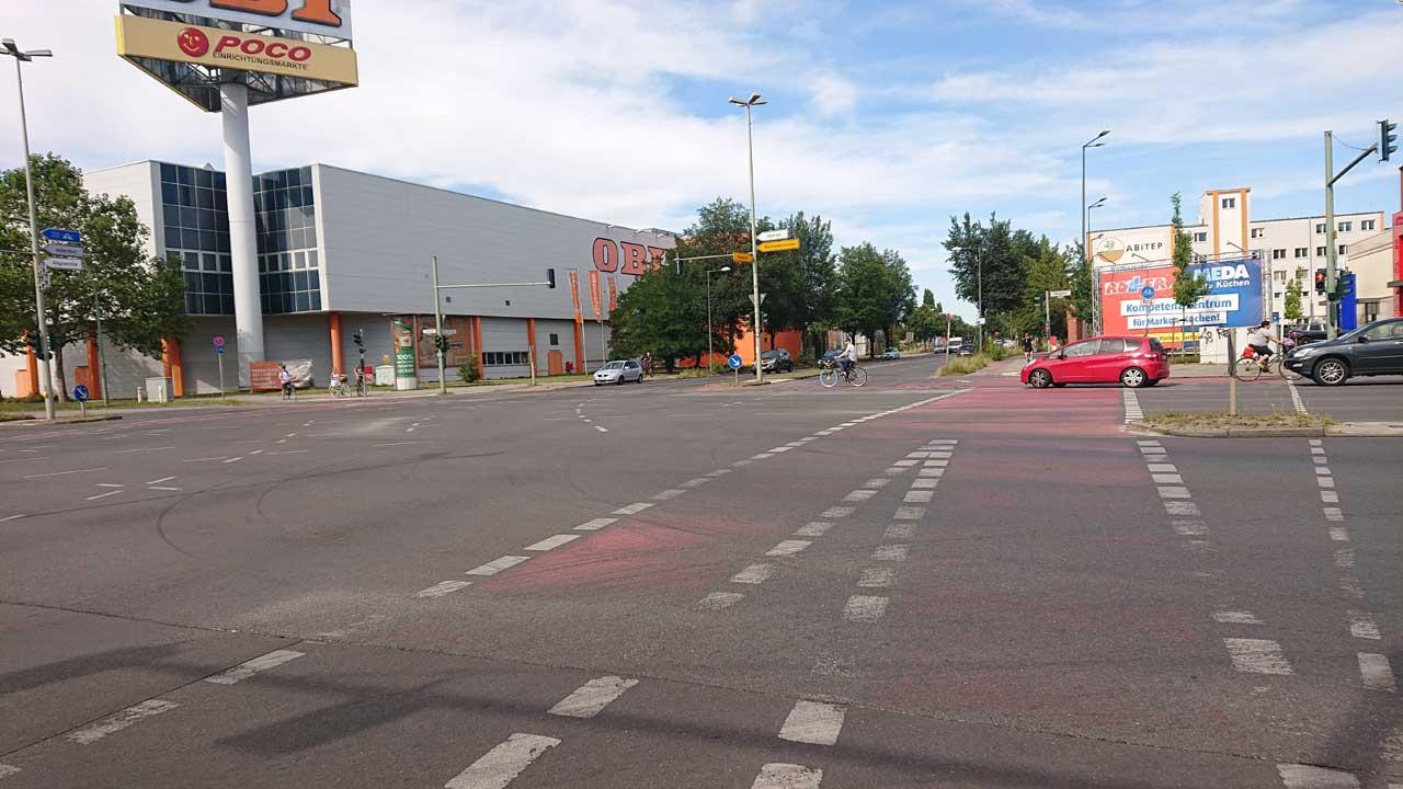 Radweg-Kreuzung Adlergestell Ecke Köpenicker Straße
