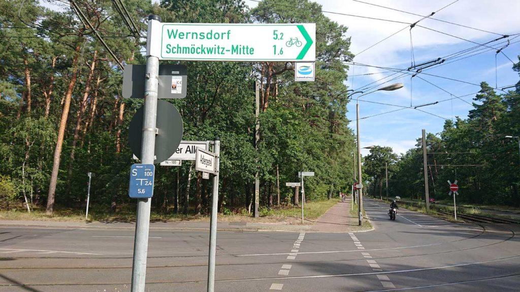 BVG: Radweg trifft Straßenbahngleise Kreuzung Adlergestell Ecke Vetschauer Allee