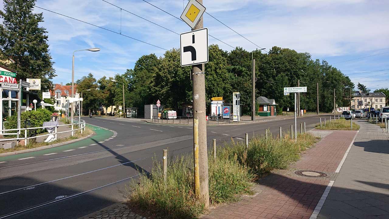 Alter Radweg trifft neuen Radweg - Bezirk ist mega stolz auf 400 Meter sanierter Radweg